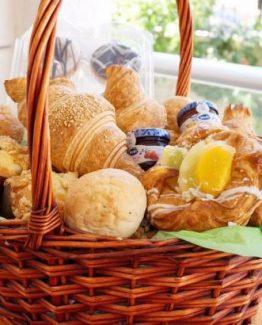 Breakfast Basket  445x410 262x325 - Ontbijtservice Schouwen-Duiveland