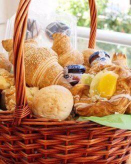 Breakfast Basket  445x410 262x328 - Ontbijtservice Schouwen-Duiveland