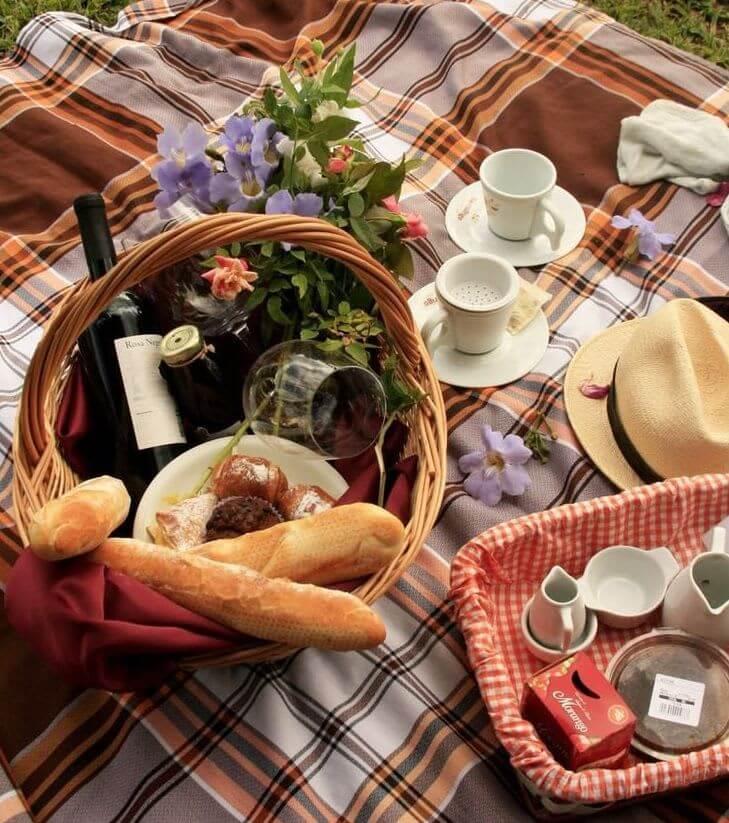 picknickmand, verrassingsontbijt camping ontbijtservice, geef een ontbijt cadeau!,bloemen, rode rozen