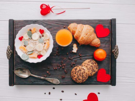 cafe da manha romantico na bandeja 2353 538 555x416 - Valentijn Ontbijt
