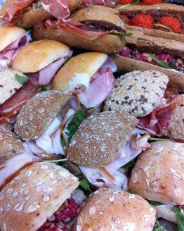 Belegde luxe mini broodjes 262x328 - Ontbijtservice Sluis
