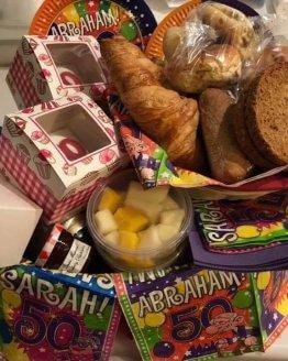 abraham ontbijtmand 262x328 - Ontbijtservice Goes