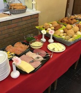 buffet op locatie 262x300 - Ontbijtservice Sluis