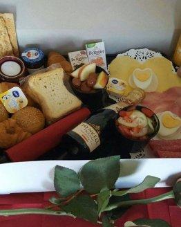 valentijn ontbijt 262x328 - Ontbijtservice Goes