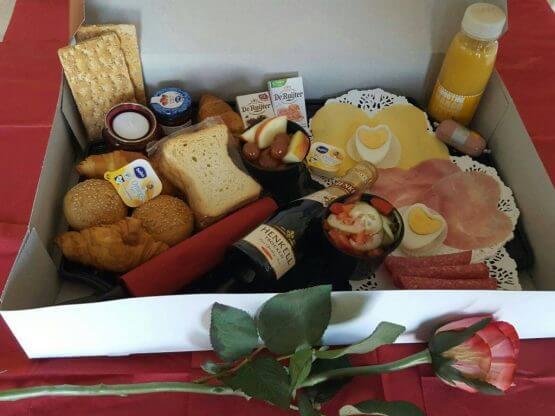 valentijn ontbijt 555x416 - Romantisch Ontbijt Cadeau